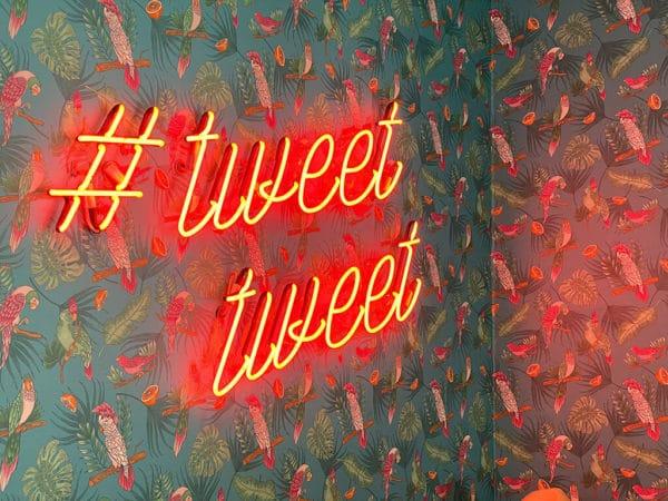 letras neon #tweet tweet redes sociales